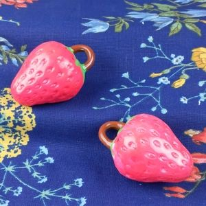 Vintage Hot pink strawberry salt&pepper shakers